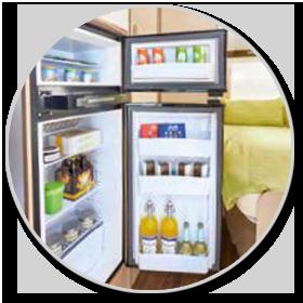 <strong>Großer Kühlschrank: </strong><br>Ein 160 Liter fassender Kühlschrank mit automatischer Energiewahl bietet bei fast allen Modellen auch für längere Touren mit der Familie reichlich Kühlraum.